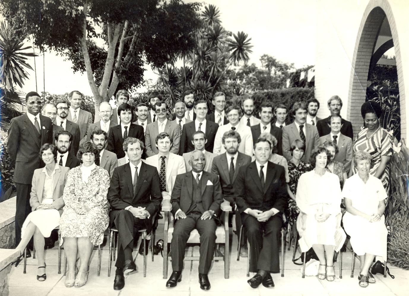 File:Dr Banda with staff for Kamuzu Academy.jpg - Wikimedia Commons